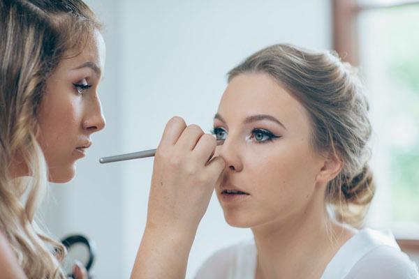 Sunshine Coast wedding makeup artist _ bridal makeup artist _ Sally Townsend Makeup Artistry1