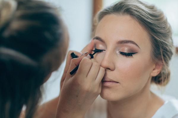 Sunshine Coast wedding makeup artist _ bridal makeup artist _ Sally Townsend Makeup Artistry5